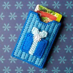 Plastic Canvas: Winter Gifts Gift Card Holder by ReadySetSewbyEvie