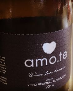 Vinhos amo.te • Wine for Lovers •  Store OnLine www.amote.pt •  Message in a Bottle Collection •  Escreva a sua mensagem num dos produtos amo.te.