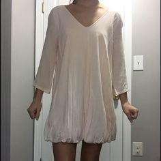 Tobi flowy bubble dress pink/cream NEVER WORN! Cute cream/light pink tobi dress, low back Tobi Dresses