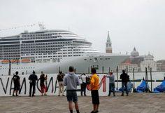Arriva la MSC Divina, la protesta del comitato No grandi navi a Venezia - Foto e video - la Nuova di Venezia