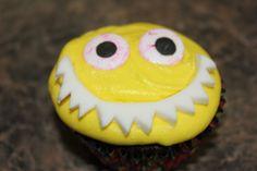 Halloween Cupcake ~ 2 Eyed Monster Fondant teeth and candy eyes