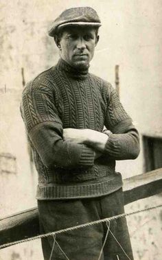 The Other Fisherman Sweater Vintage Photographs, Vintage Photos, Style Masculin, Retro Mode, Call Of Cthulhu, Vintage Knitting, Vintage Denim, Old Photos, Norman Rockwell