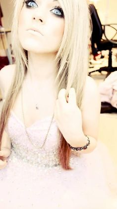 Marina Joyce <3 She's too adorable and perfect >.
