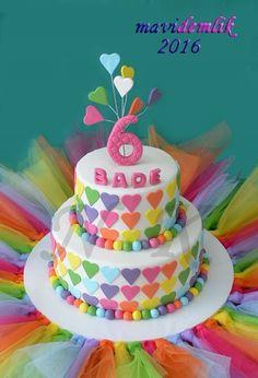 mavi demlik mutfağı- izmir butik pasta kurabiye cupcake tasarım- şeker hamurlu-kur: BADE'NİN RENKLİ TÜLLÜ KALPLİ DOĞUM GÜNÜ PASTASI