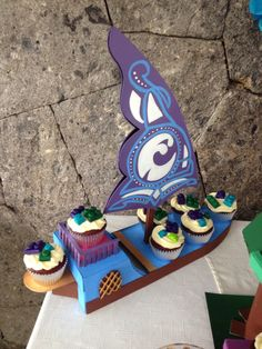 one lego elves set and make it flat and you have a lego elves cupcake stand!cool.