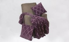 The Ogee Tatami Faux Fur blanket set is a complete three piece combination that includes a standard sized throw blanket and two throw pillow cover shells made of the same high quality fibers.