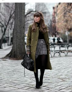 40 Trending Winter Outfits To Copy Right Now / Green Coat / Black Knit / Tweed Skir Teen Winter Outfits, Fall Outfits, Casual Outfits, Winter Skirt Outfit, Tweed Skirt, Green Coat, Lookbook, Casual Skirts, Parisian Style