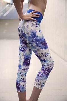 Inkblot Crop - Muladhara Yoga Wear Disponible en S, M et L - 55 CHF