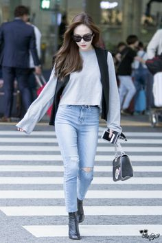 Jessica Jung (제시카 정) at the airport. Snsd Fashion, Asian Fashion, Girl Fashion, Fashion Outfits, Womens Fashion, Petite Fashion, Athleisure, Jessica Jung Fashion, Korean Airport Fashion