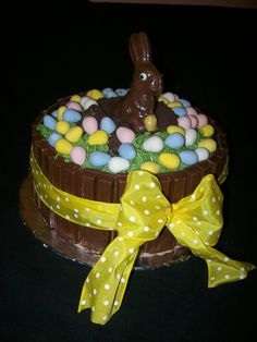 Easter Cake Made this cake last year can't wait to make it again. Easter Deserts, Easter Treats, Easter Food, Easter Cupcakes, Easter Cake, Holiday Treats, Holiday Recipes, Homemade Cake Recipes, Easter Celebration