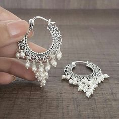 Perfect earrings for indo western. Perfect earrings for indo western. Indian Jewelry Earrings, Jewelry Design Earrings, Silver Jewellery Indian, Gold Earrings Designs, Indian Wedding Jewelry, India Jewelry, Fashion Earrings, Jewelry Accessories, Fashion Jewelry