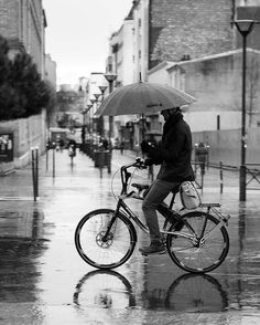 The #parisien #acrobate #between #bike and #umbrella ! #France #Paris #rain #rainyday #streetphotography #blackandwhite #noiretblanc #french #bikelife #acrobatics #canon📷 #5dmk2 #24mm70mm #f2.8L #StraigtOfLR #adobe #lightroom