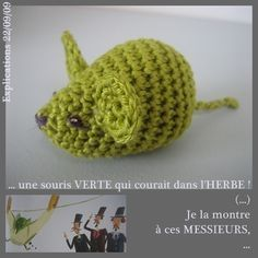 crochet mouse needs translation from french Chat Crochet, Crochet Diy, Crochet Mouse, Crochet Amigurumi, Crochet Motifs, Crochet Chart, Amigurumi Patterns, Crochet Stitches, Rats