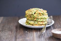 This Paleo Zucchini Fritters Recipe is grain-free and simple to make. The key is getting the zucchini dry enough. Learn how! Best Paleo Recipes, Real Food Recipes, Cooking Recipes, Primal Recipes, Free Recipes, Yummy Food, Paleo Zucchini Fritters, Zucchini Pancakes, Stupid Easy Paleo