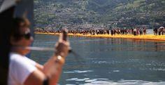Ragazza 27enne muore in maniera assurda mentre visita la 'passerella di Christo' sul lago - http://www.sostenitori.info/ragazza-27enne-muore-maniera-assurda-visita-la-passerella-christo-sul-lago/240698