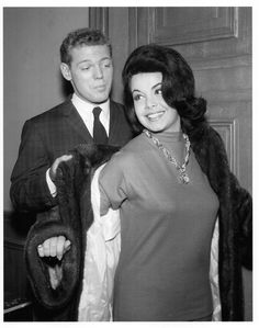 James MacArthur and Annette Funicello on the set of Burke's Law, 1963 Vintage Disney, Vintage Tv, Vintage Humor, Vintage Photos, Vintage Fashion, Vintage Hollywood, Classic Hollywood, James Macarthur, She Broke My Heart