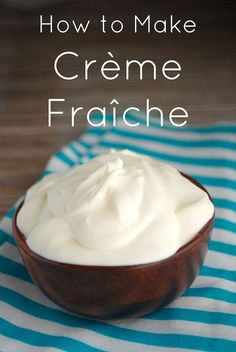 I never thought it was so easy to Make Homemade Crème fraîche with only 2 ingredients. With this recipe I will never run out of creme fraiche. How To Make Cheese, Food To Make, Making Cheese, Make Creme Fraiche, Cream Fraiche Recipe, Cheese Recipes, Cooking Recipes, Quark Recipes, Mascarpone Recipes
