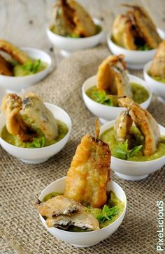 Here you can find a collection of Italian food to date to eat Party Finger Foods, Snacks Für Party, Finger Food Appetizers, Appetizer Recipes, Fish Recipes, Seafood Recipes, Gourmet Recipes, Pasta Restaurants, Confort Food
