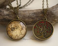Double Sided GoT Westeros Map Necklace and Heart Tree Necklace Godswood Weirwood Hand Painted The North Map Game of Thrones Jewellery