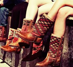 I want all the boots from The Cobra Society and Ki Boots ! Quiero todas las botas de The Cobra Society y Ki Boots ! What's Your Style, Style Me, Ibiza Style, Bohemian Style, Boho Chic, Bohemian Party, Ethnic Chic, Ethnic Style, Daily Style