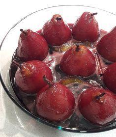FOOD || Pêras Bebadas | Desabafos e Coisas Yummy Snacks, Delicious Desserts, Snack Recipes, Dessert Recipes, Cooking Recipes, Yummy Food, Cake Piping, Portuguese Recipes, Learn Portuguese