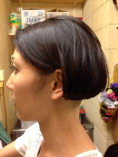 shaved nape on straight dark hair; Great Hairstyles, Short Bob Hairstyles, Cool Haircuts, Shaved Bob, Shaved Nape, One Length Bobs, Angled Bobs, Thin Eyebrows, Summer Haircuts