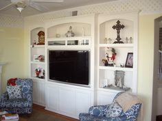 Non-example Built in white wall unit with flat panel tv mounted to back. Built In Tv Wall Unit, Built In Tv Cabinet, Tv Cabinets, Custom Cabinets, Ikea Built In, Wall Unit Designs, Flat Panel Tv, Home Reno, Media Center