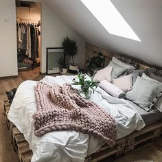 Love this pallet bed!😍  Photo from @tatiana_home_decor  -  -  -  -  -  #home #dreamhome #bedroom #bedroomgoals #luxallday #architecture #design #architect #interiordesign #interiors #interior #luxury #decor #homedecor #furniture #bedroominspiration #inspiration #housegoals #interiordesigner #gorgeoushome #gorgeousbedroom #roomgoals #bedgoals #livingroom #bedroomdesign #bestbedrooms #palletbeds #pallet #moderndesign #palletbed