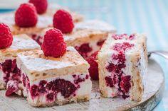 Köstliche Himbeer-Schmand-Torte Delicious sour cream cake with raspberries Sour Cream Scones, Sour Cream Cake, Delicious Cake Recipes, Yummy Cakes, Dessert Recipes, Keto Postres, Cake Oven, Flat Cakes, Oreo Cake