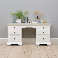 Chantilly White Double Pedestal Dressing Table - The Cotswold Company Bedroom Ideas For Small Rooms Women, Small Room Bedroom, Spare Room, Master Bedroom, Dressing Table With Drawers, White Dressing Tables, Bedroom Furniture, Diy Furniture, Bedroom Decor