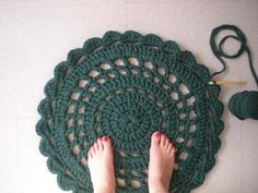 my world of wool: tutorial how to make a carpet with trapillo