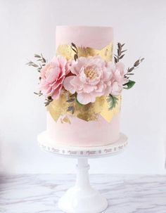 romantic wedding cakes with flowers The Effective Pictures We Offer You About modern romantic wedding cake A quality picture can tell you many things. You can find the most beautiful pictures that can Metallic Wedding Cakes, Wedding Cakes With Flowers, Elegant Wedding Cakes, Beautiful Wedding Cakes, Wedding Cake Designs, Beautiful Cakes, Cake With Flowers, Cake Wedding, Wedding Bride