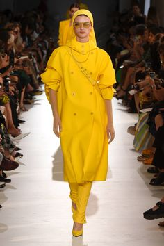 Max Mara Spring 2019 Ready-to-Wear Collection - Vogue Yellow Fashion 6beb0bd9f7b