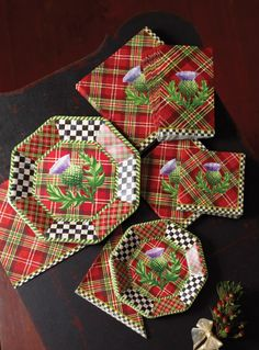 MacKenzie-Childs - Photo gallery Ideas for the holiday table - Dance Moms Tartan Christmas, Christmas Holidays, Christmas Decorations, Holiday Decor, Christmas China, Christmas Dishes, Scottish Plaid, Scottish Tartans, Mckenzie And Childs