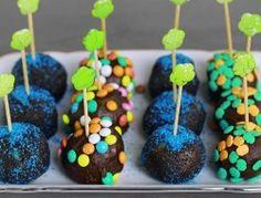 Petibör bisküvi ile hazırlanan çikolata topları tam bir lezzet durağı! Bu neşeli atıştırmalıklara bayılacaksınız!!