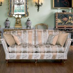 Ruskin - High Quality, Hand Crafted Leather Sofas: Darlings of Chelsea Interior Design Courses, Luxury Sofa, Living Room Furniture, Gallery Wall, Couch, Georgian, Leather Sofas, Chelsea, Room Ideas