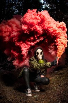 Took a picture of my friend with smoke bomb : pics - Cloud Nine Portrait Photoshoot - Gas Mask Art, Masks Art, Halloween Photography, Creative Photography, Rauch Tapete, Halloween Fotografie, Rauch Fotografie, Wallpaper Animes, Smoke Wallpaper