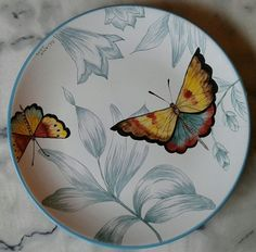 China Painting, Ceramic Painting, Ceramic Art, Glazes For Pottery, Pottery Bowls, Coffee Cup Crafts, Pottery Painting Designs, Butterfly Art, Clay Art