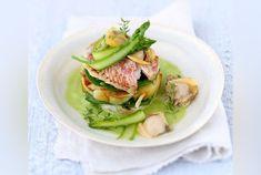 Réalisez un plat gourmand et raffiné à la fois grâce à notre recette du mille-feuilles de rouget petits pois gourmands et pommes de terre !...