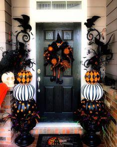 "𝐇𝐚𝐥𝐥𝐨𝐰𝐞𝐞𝐧 & 𝐅𝐚𝐥𝐥 𝐎𝐛𝐬𝐞𝐬𝐬𝐞𝐝 🖤 on Instagram: ""What's your favorite part of your home to decorate!? Mine is my bedroom 🎃 . . . #halloweeniscoming #everydayishalloween #halloweendecor…"""