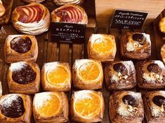 早生(わせ)みかんのデニッシュ(2018.12.13) Japanese Bakery, Japanese Pastries, Bakery Design, Food Design, Puff And Pie, Bakery Display, Bread Shaping, Fancy Desserts, Sweet Pastries