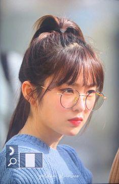 Ulzzang Short Hair, Korean Couple, Red Velvet Irene, Girl Short Hair, Kpop, Seulgi, Face Shapes, Girl Crushes, Bella