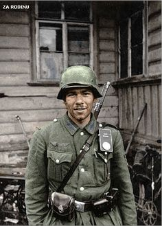 A German soldier (Gefreiter – Wehrmacht's corporal) posing temporarily occupied Russian village in Soviet Russia. On the uniform of a German soldier is not the right shoulder strap. German Soldiers Ww2, German Army, Military Photos, Military History, Luftwaffe, Germany Ww2, German Uniforms, War Photography, Panzer