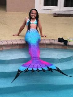 Jazz Jennings made this mermaid tail this was the first time I ever saw these… Real Mermaid Tails, Diy Mermaid Tail, Fin Fun Mermaid, Mermaid Tails For Kids, Mermaid Swimming, The Little Mermaid, Silicone Mermaid Tails Cheap, Underwater Swimming, Jazz Jennings