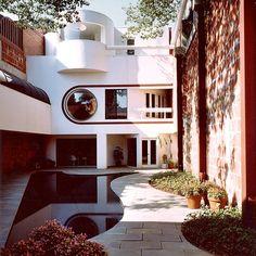 Bernstein House by Washington Architect Arthur Cotton Moore. Amazing Architecture, Art And Architecture, Orangerie Extension, Casa Art Deco, Jugendstil Design, Retro Interior Design, Interior Minimalista, Art Deco Buildings, Dream Home Design