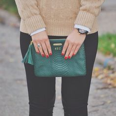 sweet-tea-and-mimosas:  summerwind41490:  Pop of emerald  love love love this