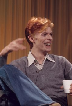 Image about david bowie in music by Katlyn on We Heart It Freddie Mercury, Daft Punk, Stevie Nicks, Fleetwood Mac, Rolling Stones, David Bowie Pictures, Ziggy Played Guitar, David Bowie Starman, The Thin White Duke