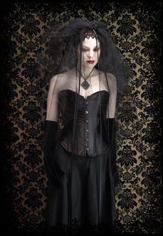 Ophelia Märchen Hochzeitsschleier / Kopfstück - schwarz oder weiß - romantischen gotischen Schleier von rosemortem auf Etsy https://www.etsy.com/de/listing/73220078/ophelia-marchen-hochzeitsschleier