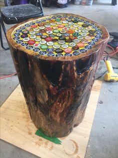 Mosaic Crafts, Mosaic Projects, Mosaic Art, Mosaic Glass, Beer Cap Table, Bottle Cap Table, Glass Garden Art, Mosaic Garden, Diy Upcycled Decor