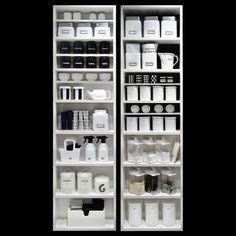 スッキリ見せる白黒のキッチン収納